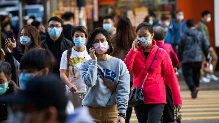 January 30, 2020, Hong Kong, China: Residents seen wearing surgical masks while crossing the road in order to prevent the spread of the Wuhan corona virus © Geovien So via www.imago-images
