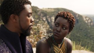 Chadwick Boseman und Lupita Nyong'o in Black Panther (Quelle: Marvel Studios)