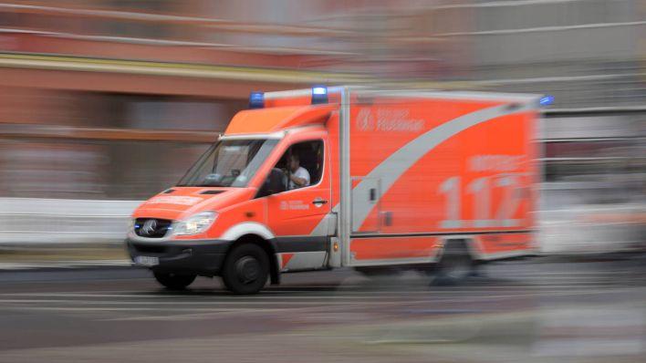 Mann greift Rettungssanitäter bei Einsatz an