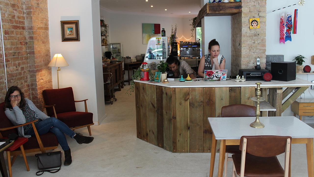 wohnzimmer backnang cafe berlin photo of ufer caf germany das wohnzimmer cafe berlin. Black Bedroom Furniture Sets. Home Design Ideas