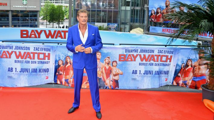 "David Hasselhoff ist am 30.05.2017 bei der Kinopremiere von ""Baywatch"" im Sony Center in Berlin (Quelle: Pop-eye)"