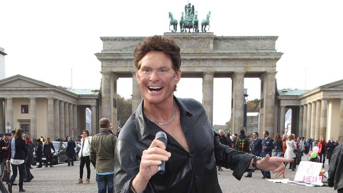 David Hasselhoff als Wachsfigur am 05.11.2014 vor dem Brandenburger Tor in Berlin (Quelle: imago/Future Image)