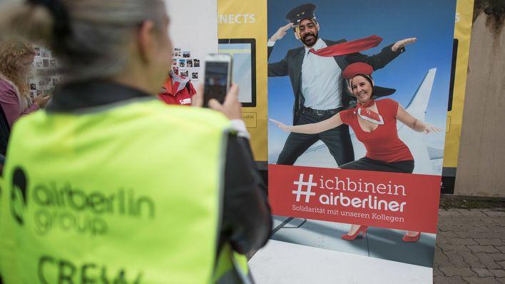 Nach insolvenz von air berlin fast die h lfte der ex - Mitarbeiter fotowand ...