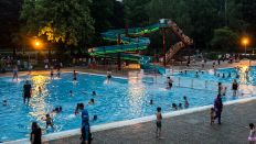 Sommerbad Humboldthain am Abend