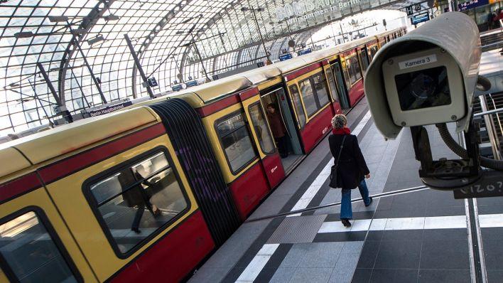 NPD-Trupps in der S-Bahn unterwegs? - Bundespolizei prüft Video über ...
