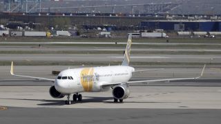 Eine 737 des lettischen Billigfliegers Primera Air am Flughafen Newark in New Jersey (Quelle: AP Photo/Julio Cortez)
