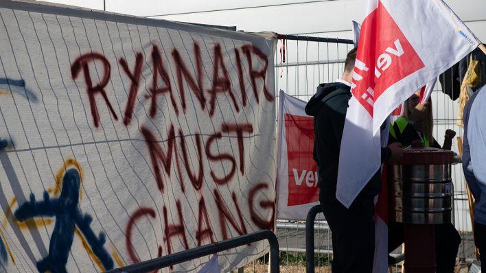 Ryanair Streik 40 Flüge Von Und Nach Schönefeld Fallen Aus Vier