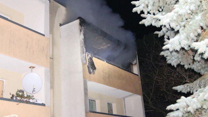 50 feuerwehrleute im einsatz wohnung in k penick brennt aus drei verletzte rbb 24. Black Bedroom Furniture Sets. Home Design Ideas