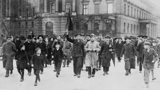 Demonstration in Berlin im November 1918 (Quelle: dpa/akg)
