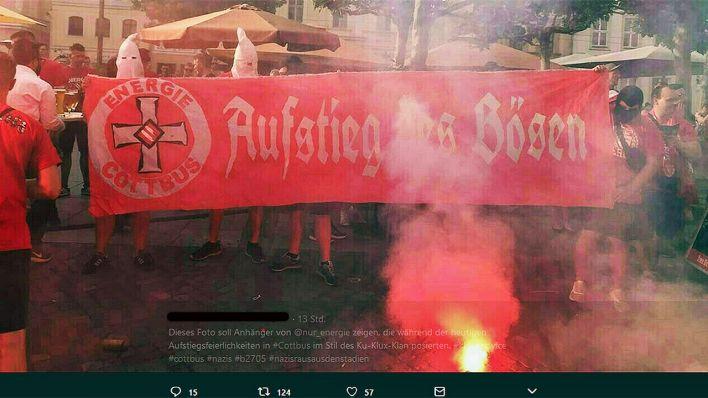 Mutmaßliche Cottbus Fans Posieren Mit Ku Klux Klan Kapuzen