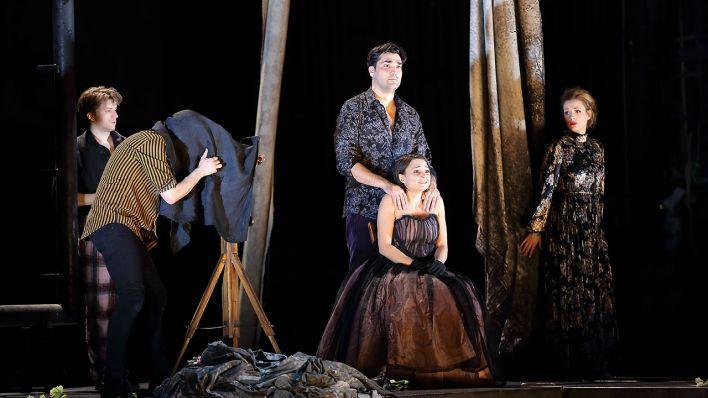 Opernkritik La Bohème An Der Komischen Oper Die Tränen Laufen