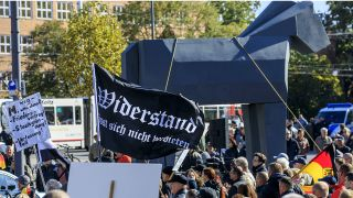 Anti-Asyl-Demo in Cottbus am 3.10.2018 (Quelle: imago/Weisflog)