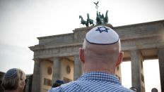 Kippa-Flashmob am Brandenburger Tor (Bild: imago/Christian Mang)