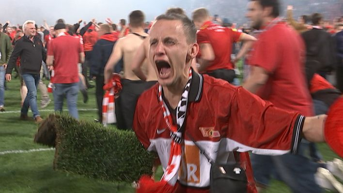 Video Union Berlin Aufstiegs Rasen Als Souvenir Rbb24