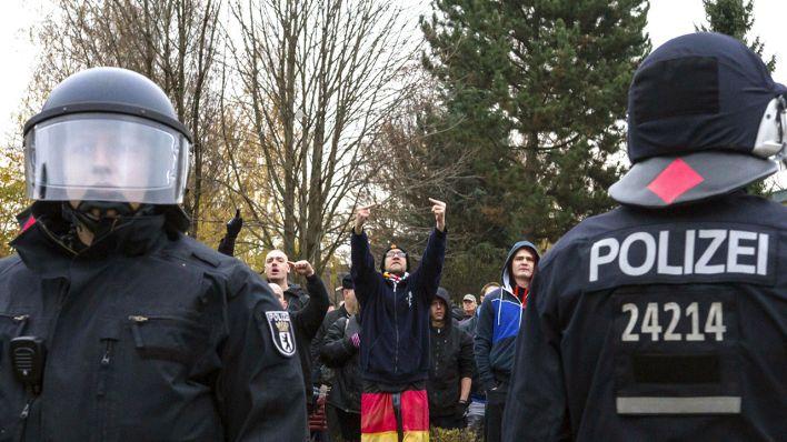 Berliner Polizeiführung will gegen rechte Beamte vorgehen