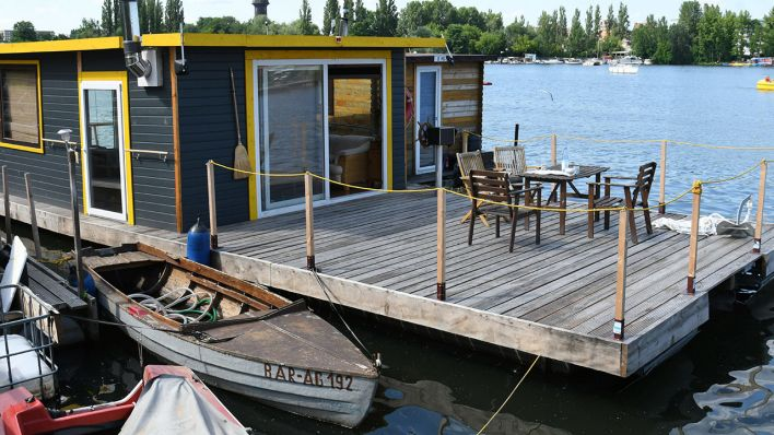 Hausboot in der Rummelsburger Bucht in Berlin (Quelle: Picture Alliance/Winfried Rothermel)