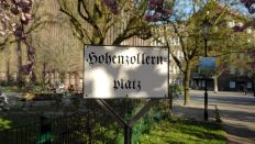 Archivbild: Schild Hohenzollernplatz in Berlin 2008 (Quelle: imago images/Sabeth Stickforth)