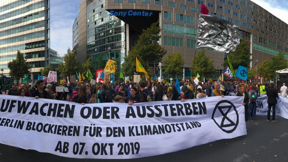Aktivisten von Extinction Rebellion am Potsdamer Platz
