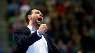 BR Volleys Trainer Cedric Enard jubelt frenetisch. (Quelle: imago/Jan Huebner)