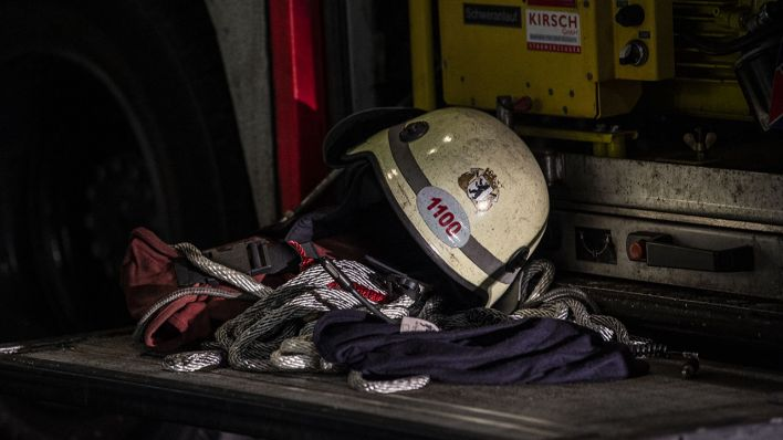 Mutmaßliche Brandstiftung: Feuerwehr löscht brennenden Transporter in Prenzlauer Berg - rbb 24