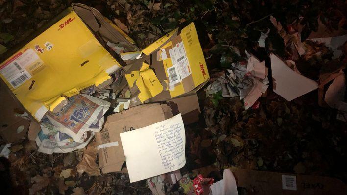 Geplünderte DHL-Pakete: Neuköllner suchen Empfänger von Weihnachtspäckchen