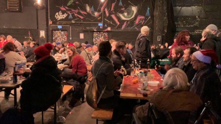 video weihnachten im warmen obdachlose und einsame menschen feiern heiligabend im club yaam