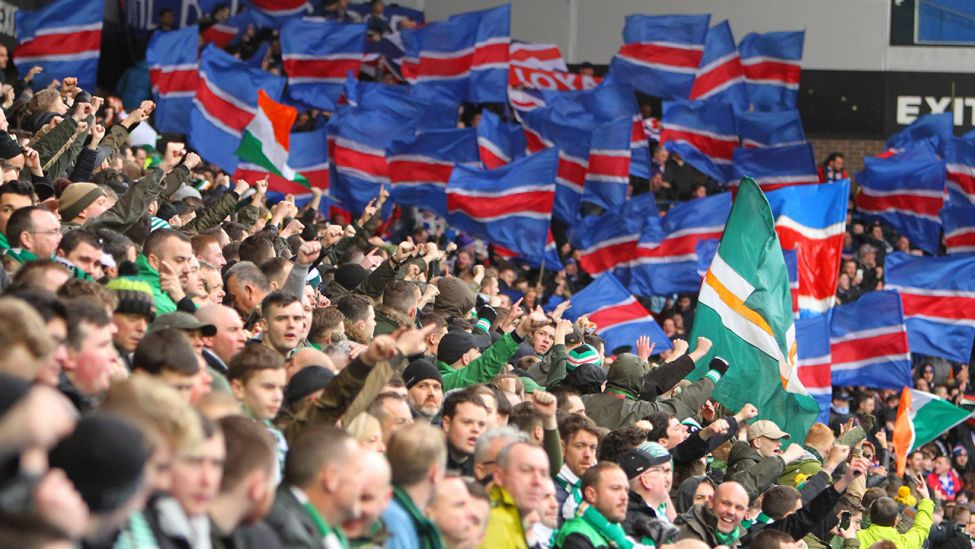 Die Fanlager von den Glasgow Rangers und Celtic Glasgow. (Quelle: imago images/Action Plus)