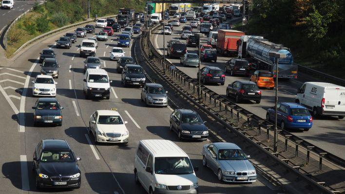Autos auf der Stadtautobahn Berlin (Quelle: dpa/ Wolfram Steinberg)