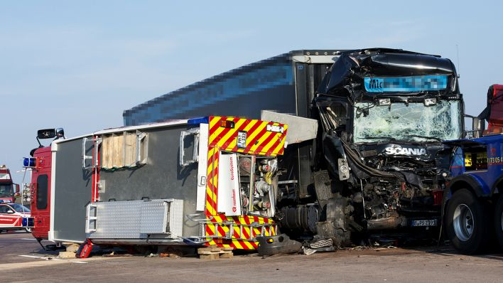 Unfall Mit Zwei Toten Feuerwehrleuten: Lkw-Fahrer Zu Zwei