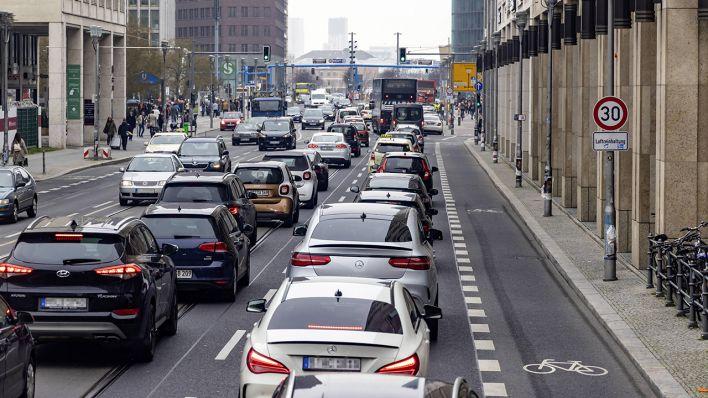 Günther will Diesel und Benziner bis 2030 aus Berlin verbannen