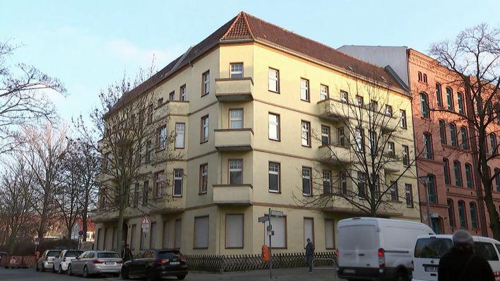 Bezirksamt Pankow beschlagnahmt Geisterhaus - 19 Wohnungen standen 30 Jahre lang leer