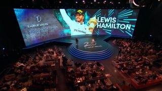 "Lewis Hamilton bei der Verleihung des ""Laureus World Sports Award"" 2020 in Berlin (Quelle: rbb)"