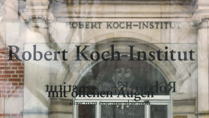 Eingang des Robert Koch-Instituts in Berlin (Quelle: picture alliance/Winfried Rothermel)