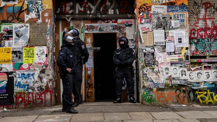 Raumung Der Rigaer Strasse 94 Innensenator Wirft Eigentumer Versaumnisse Vor Rbb24
