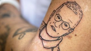 Anders Tegnell als Tatoo (Quelle: dpa/Lotte Fernvall)