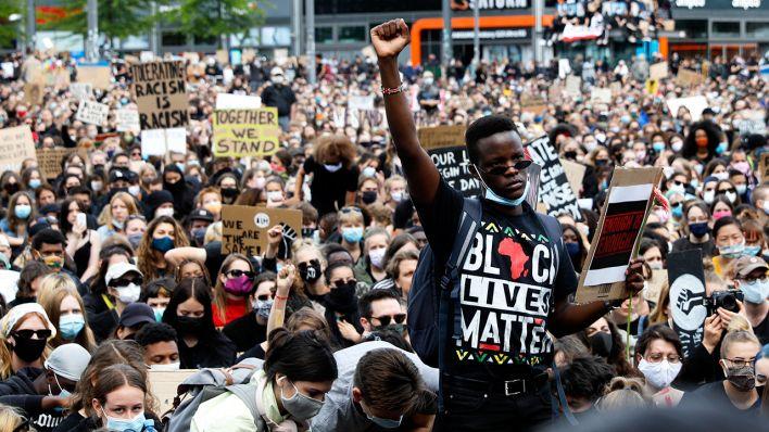 BlackLivesMatter-Demo am Alexanderplatz: Berlins Jugend steht auf ...