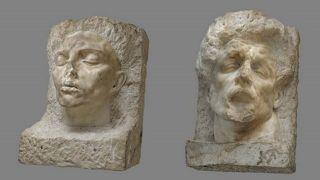 Arno Breker, Romanichel (1940), Marmor, 90 x 68 x 60 cm; rechts: noch nicht identifizierte Plastik, Marmor, 86 x 57 x 52 cm. (Quelle: Gunter Lepkowski/Kunsthaus Dahlem)