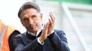 Hertha-Trainer Bruno Labbadia applaudiert (Quelle: dpa/Carmen Jaspersen)