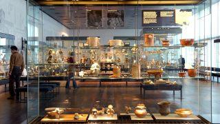 Blick in die Sammlung im Ethnologischen Museum in Berlin (Foto vom 09.02.2005). (Quelle: dpa/Jan Woitas)