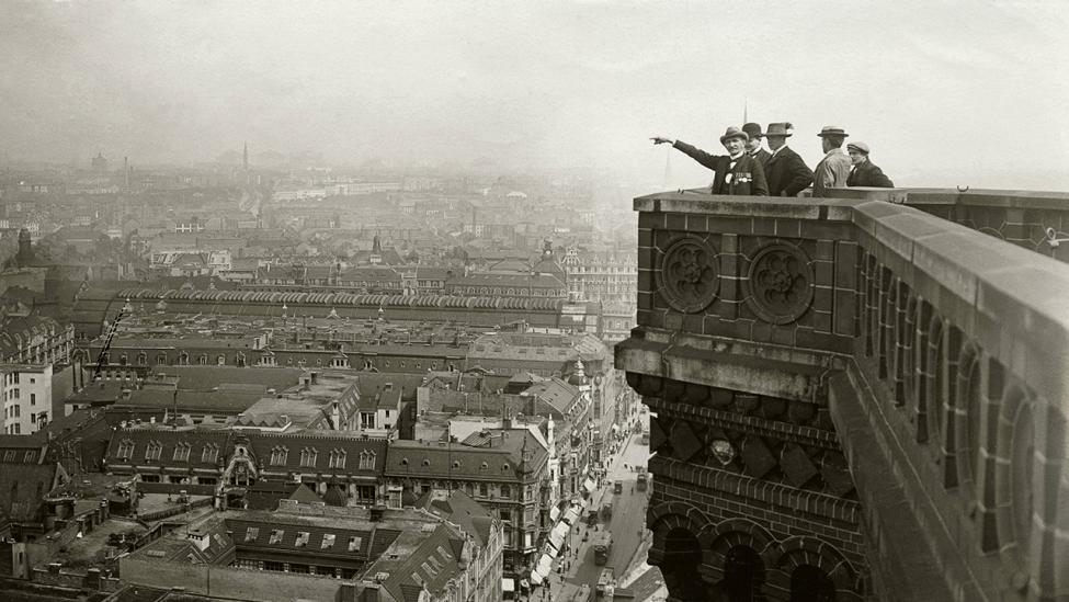 Blick von der Aussichtsplattform nach Nordost auf die Königstraße und Bahnhof Alexanderplatz um 1910. (Quelle: dpa/Gebrüder Haeckel)
