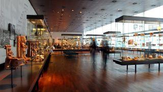 Archivbild: Blick in die Sammlung im Ethnologischen Museum in Berlin. Rund 500.000 Objekte wurden im Ethologischen Museum in Berlin Dahlem seit der Gründung 1873 gesammelt. (Quelle: dpa/J. Woitas)
