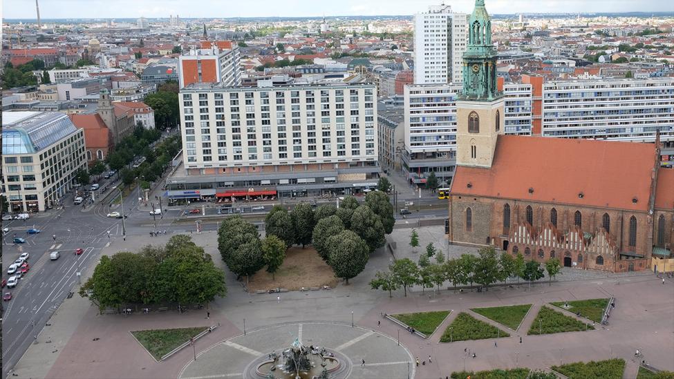 Blick auf die Marienkirche und den Neptunbrunnen vom Roten Rathaus am 31.08.2020. (Quelle: rbb24/Caroline Winkler)