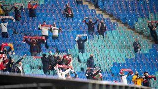 Leipziger Fans im Stadion beim Champions-Legaue Spiel gegen Basaksehir. (Quelle: imago images/Revierfoto)