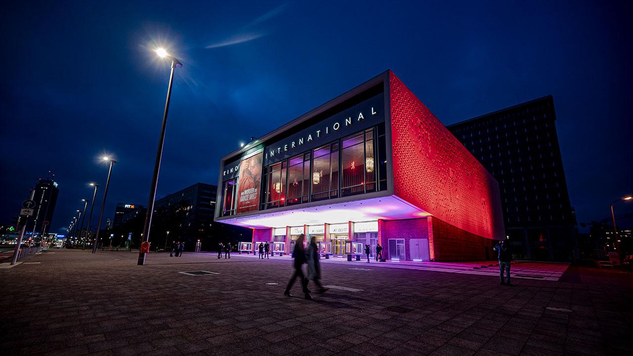 Das Kino International an der Karl-Marx Allee in Berlin-Mitte (Quelle: DPA/Fabian Sommer)