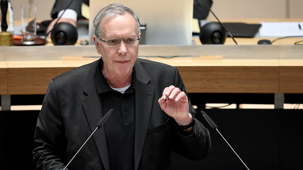Archivbild: Harald Wolf (Die Linke), spricht bei einer Plenarsitzung des Berliner Abgeordnetenhauses. (Quelle: dpa/B. Pedersen)