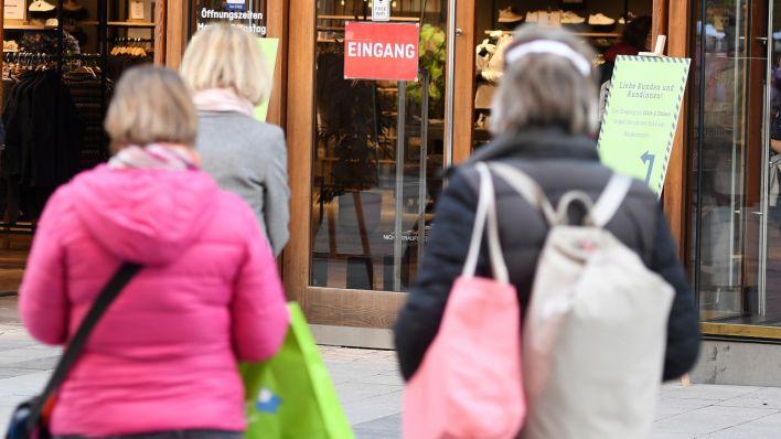 Berliner Corona-Lockerungen ab Dienstag: Terminshopping beginnt, mehr Schüler kehren zurück