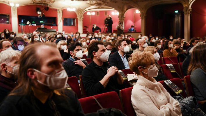 """""""Panikherz"""" im Berliner Ensemble - Endlich wieder richtiges Theater"""