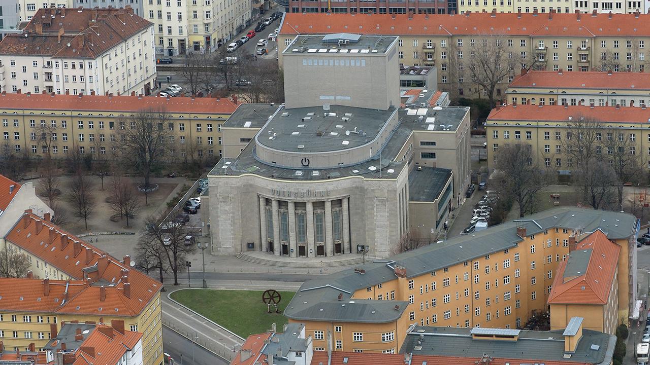 Blick auf die Innenstadt mit Wohn- und Geschäftshäusern rund um die Volksbühne. (Quelle: dpa/Soeren Stache)
