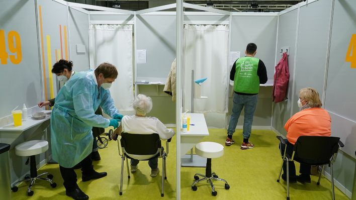 Corona-Pandemie-in-Berlin-Astrazeneca-Geimpfte-unter-60-bekommen-zweiten-Termin-mit-anderem-Impfstoff