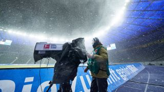 Kameramann im Berliner Olympiastadion. / imago images/Action Pictures